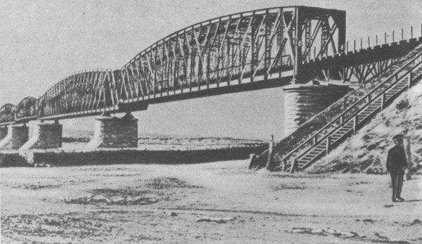 The_old_rail_bridge.jpg